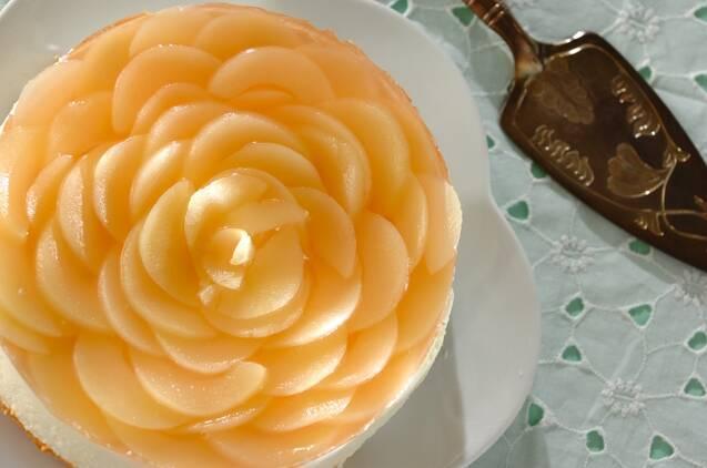 華やか桃のヨーグルトムースケーキ