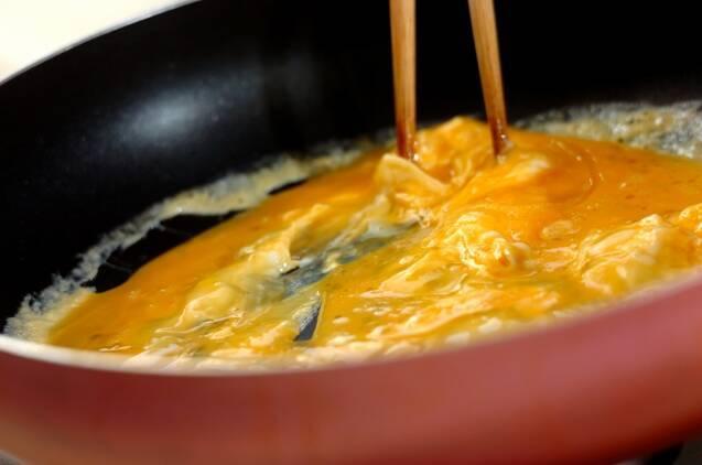 豚バラニラ玉炒めの作り方の手順2