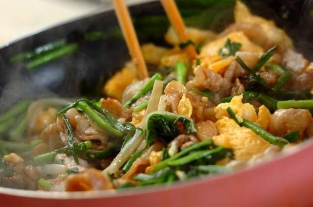 豚バラニラ玉炒めの作り方の手順4