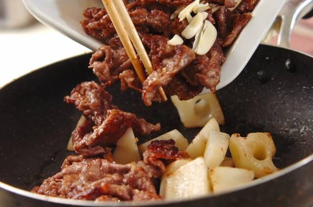 牛肉とレンコンのオイスター炒めの作り方の手順4