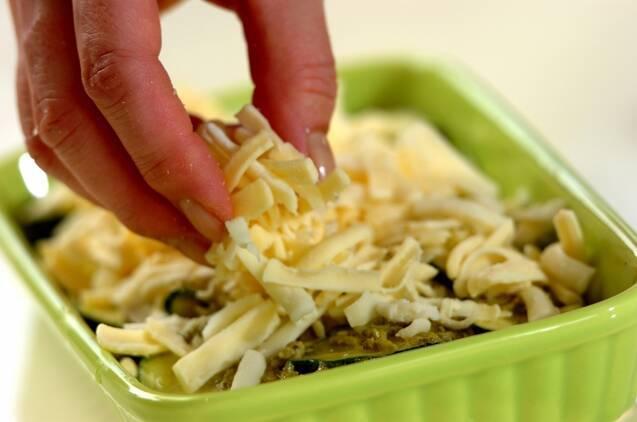 ズッキーニのバジルチーズ焼きの作り方の手順2
