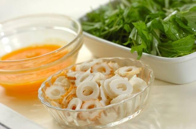 ちくわと水菜のかき玉スープの作り方の手順1