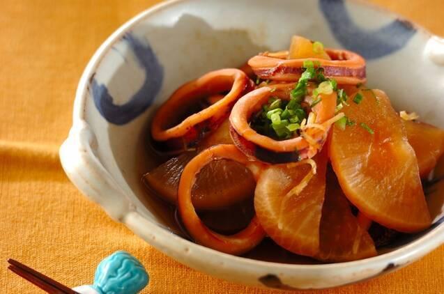 炊飯器で大根とイカの煮物の料理写真
