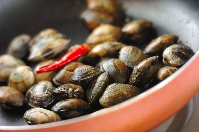 アサリとチンゲンサイのサッと煮の作り方の手順2