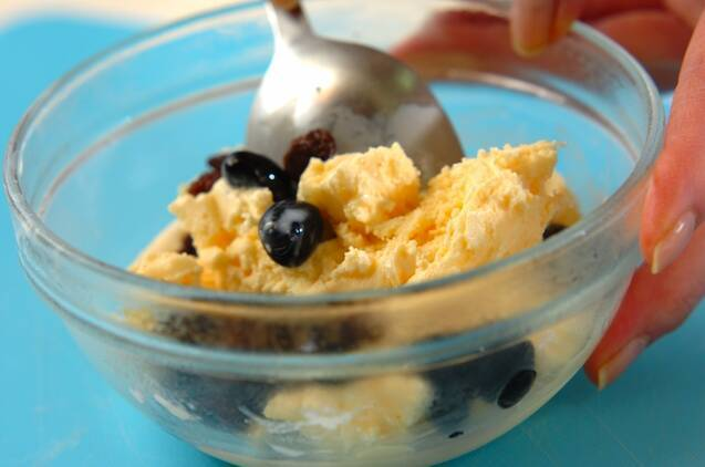黒豆とレーズンのアイスの作り方の手順1