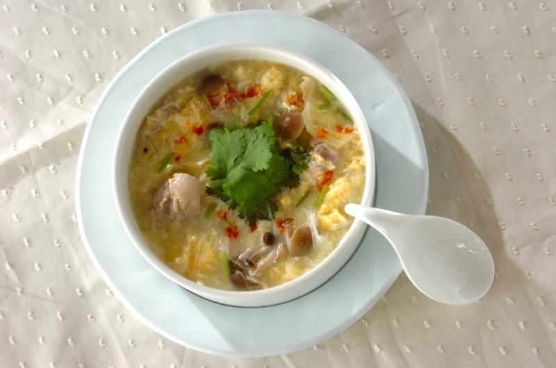 鶏と春雨の酸味スープ