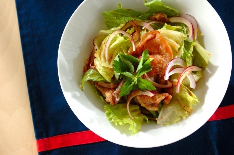 揚げ豚肉のサラダ