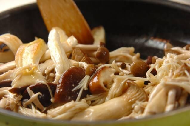 常備菜にもオススメ!キノコのオイルソテーの作り方の手順3