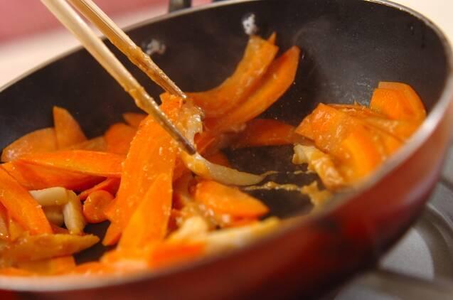 ニンジンとちくわのみそ炒めの作り方の手順4