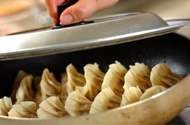 イカの塩辛餃子の作り方の手順5