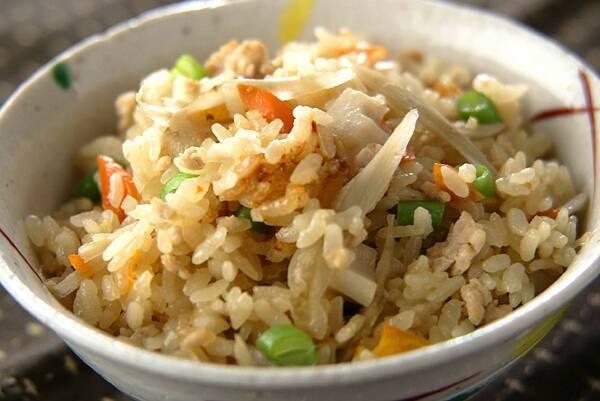 鶏ひき肉とごぼうの炊き込みご飯
