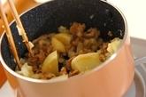 豚こまとジャガイモの豆乳スープの作り方1