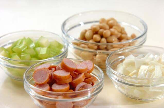 大豆とソーセージのスープの作り方の手順1