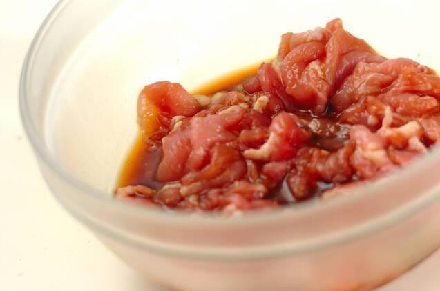 簡単!豚肉といろいろキノコのオイスター炒めの作り方の手順1