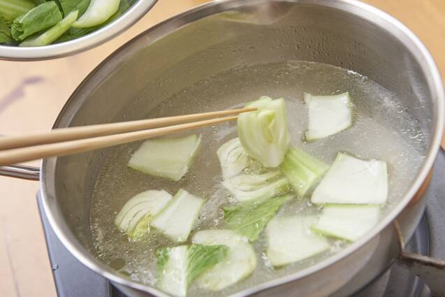 鶏だんごと野菜のチキンボーンブロススープの作り方の手順5