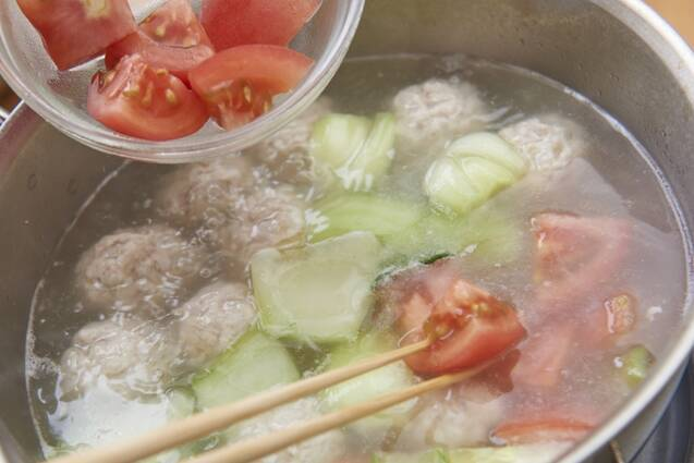 鶏だんごと野菜のチキンボーンブロススープの作り方の手順7