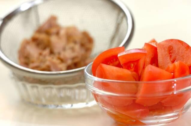 トマトとツナの炒め物の作り方の手順1