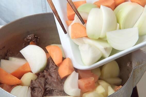 おふくろの味!定番肉じゃがの作り方の手順8