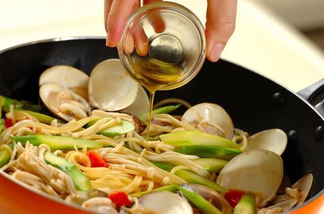 ハマグリとアスパラのスパゲティーの献立の作り方の手順6