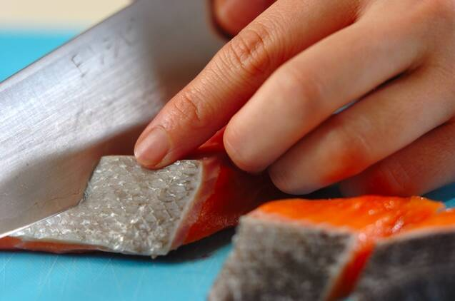 鮭と野菜のみそ炒めの作り方の手順1