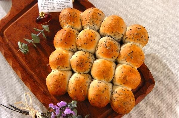 1.黒ゴマの型なしちぎりパン