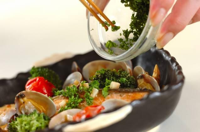 鮭のアクアパッツァの作り方の手順6