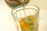 オレンジとキウイのジンジャーエールの作り方1