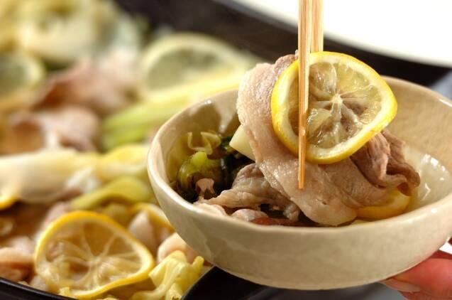 豚バラとキャベツのレモン鍋の作り方の手順4