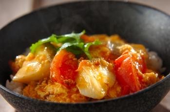 タラとトマトのピリ辛丼
