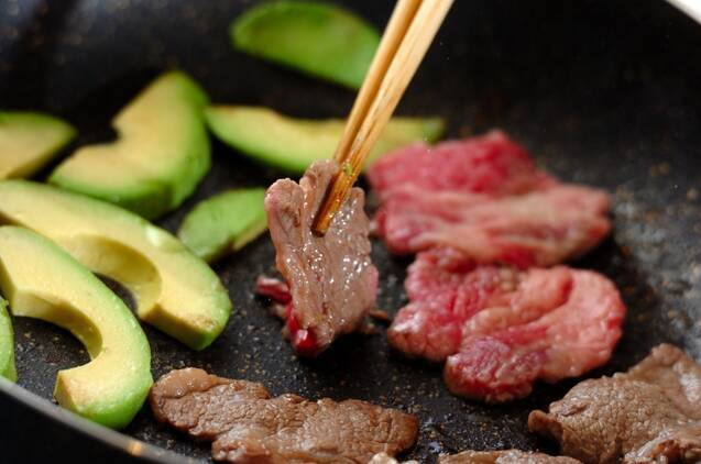牛肉とアボカドの照り焼きの作り方の手順3