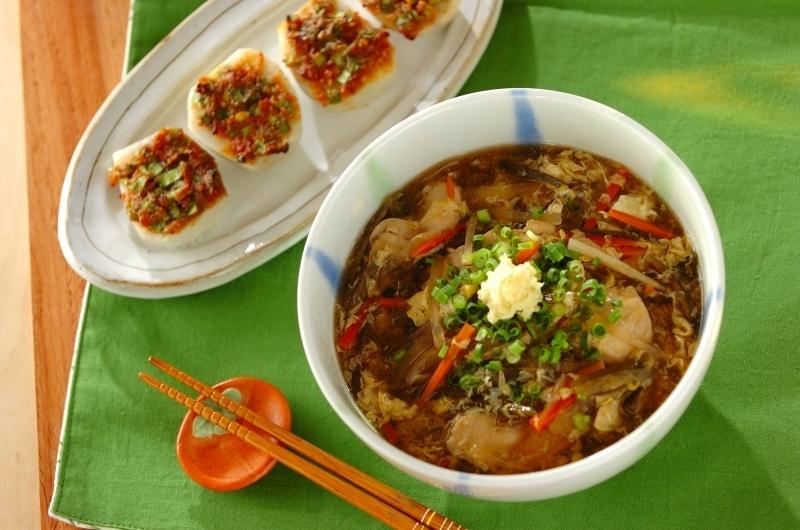鶏肉と野菜のあんかけうどんと里芋田楽