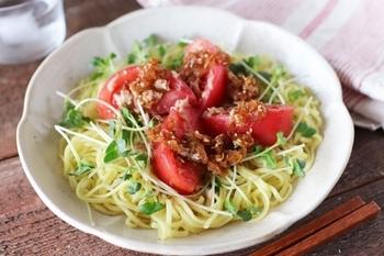トマトとツナの焦がしねぎだれサラダ麺