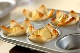 焼きリンゴとカマンベールチーズの食パンカップの作り方2
