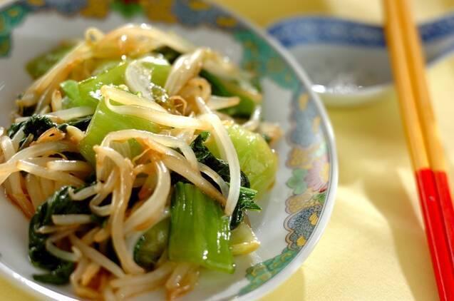 青梗菜とモヤシのオイスターにんにく炒め