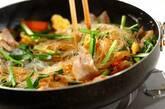 豚バラ肉とニラのチャプチェ風の作り方5