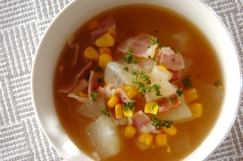 冬瓜とベーコンのスープ
