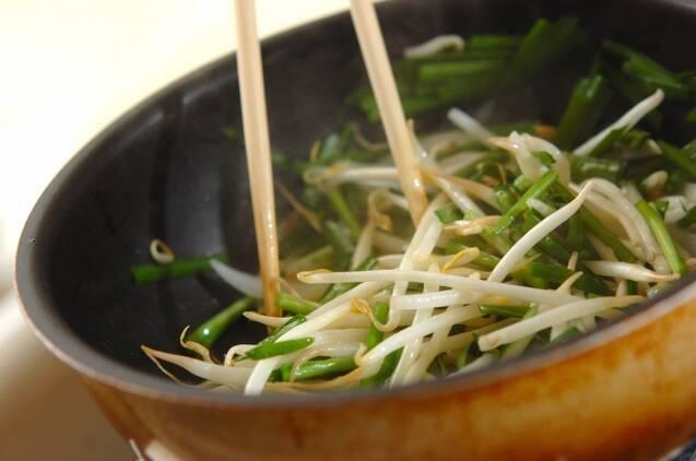 モヤシとニラの卵炒めの作り方の手順6