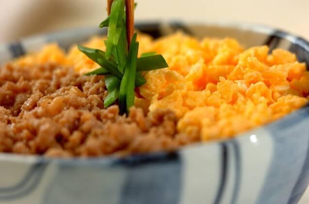 作り置きにも!ふんわり卵と甘辛鶏そぼろ丼の作り方の手順4
