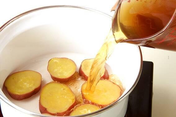 サツマイモの煮物の作り方の手順3