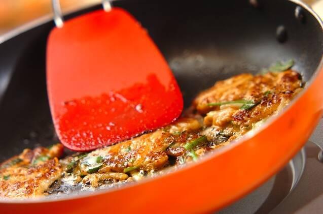 キムチとうどんのミニお好み焼き風の作り方の手順3