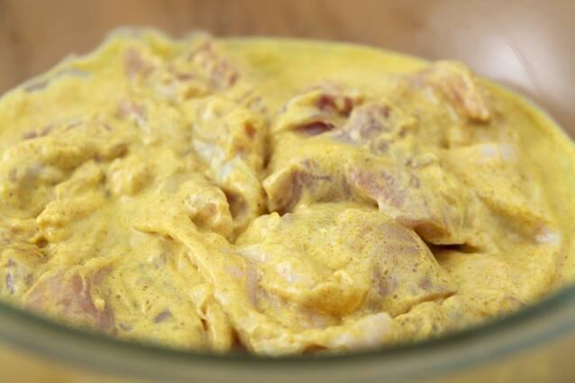 少ない材料で簡単!バターチキンカレーの作り方の手順1