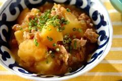 ジャガイモと鶏そぼろのバターしょうゆ煮
