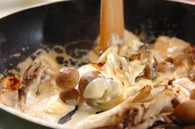 エビとキノコのクリーム炒めの作り方の手順4