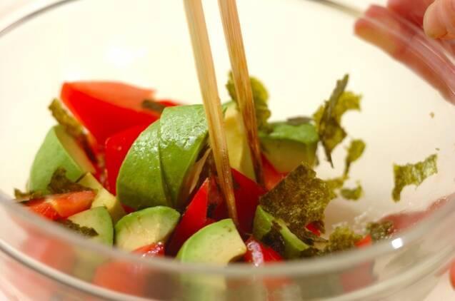 トマトとアボカドの麺つゆサラダの作り方の手順3