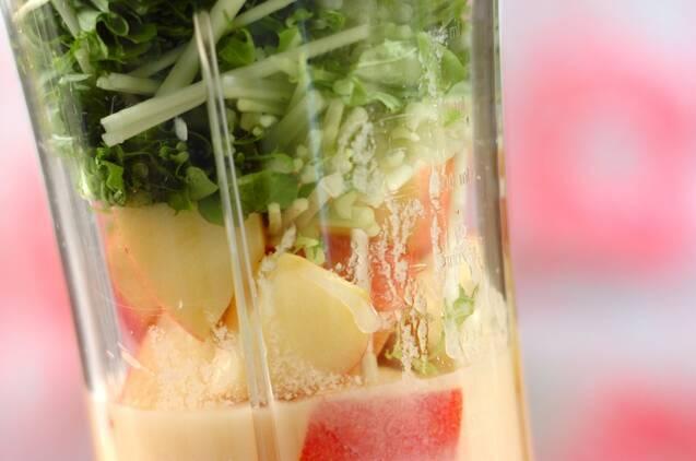 水菜とリンゴの甘酒スムージーの作り方の手順2