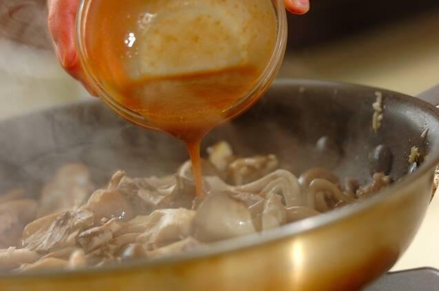 キノコと豚肉のみそバターパスタの献立の作り方の手順5