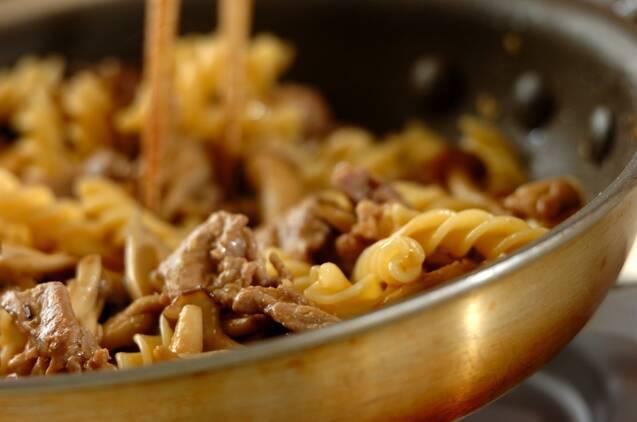 キノコと豚肉のみそバターパスタの献立の作り方の手順6