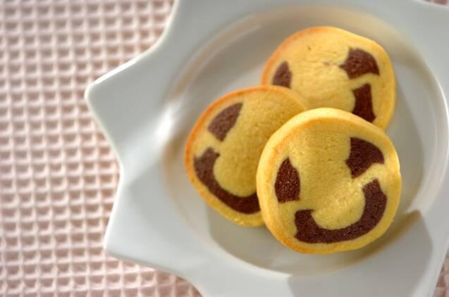 白いお皿にのったニコちゃんクッキー