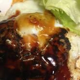 半熟卵入りハンバーグ