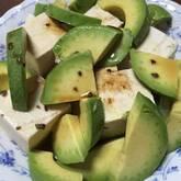 豆腐とアボカドのカプレーゼ風サラダ